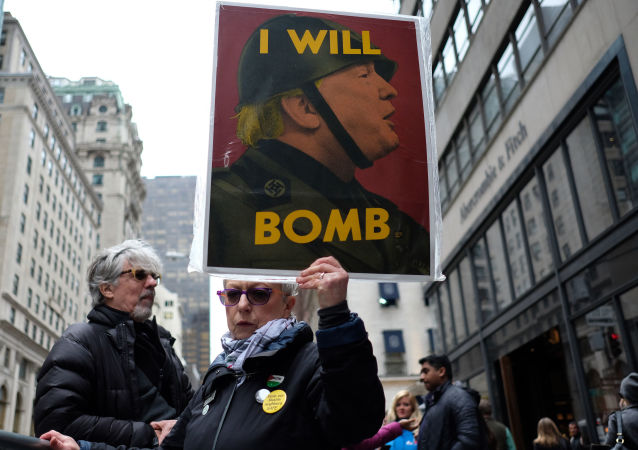Mieszkańcy Nowego Jorku protestują przeciwko bombardowaniu Syrii