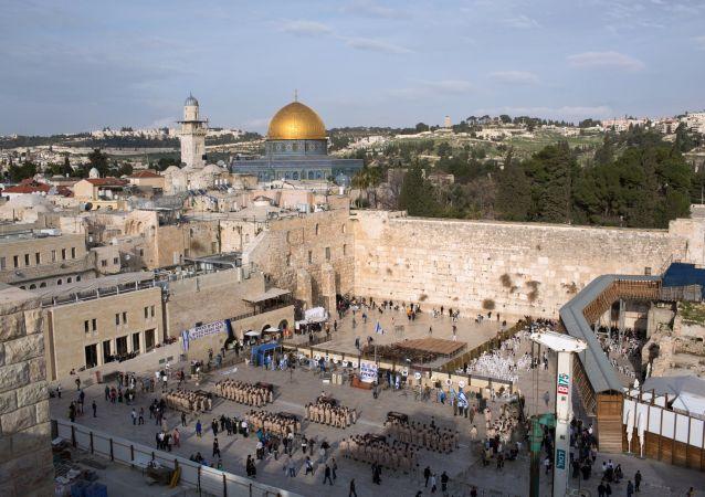 Ściana Płaczu i meczet Kubbat as-Sachra w Jerozolimie