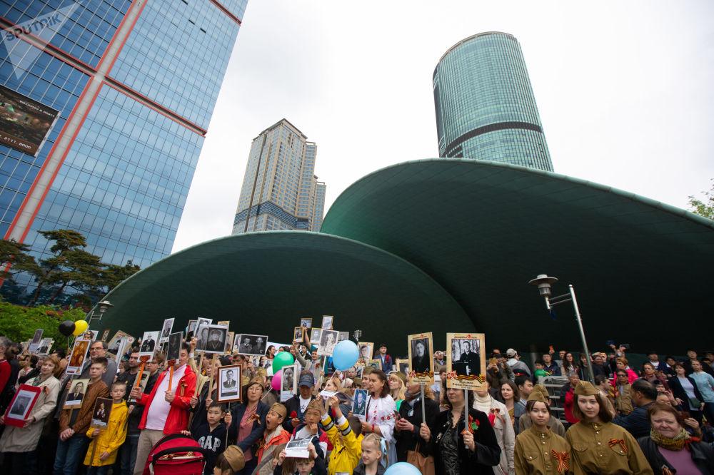 """Uczestnicy akcji """"Nieśmiertelny Pułk"""" w Seulu"""