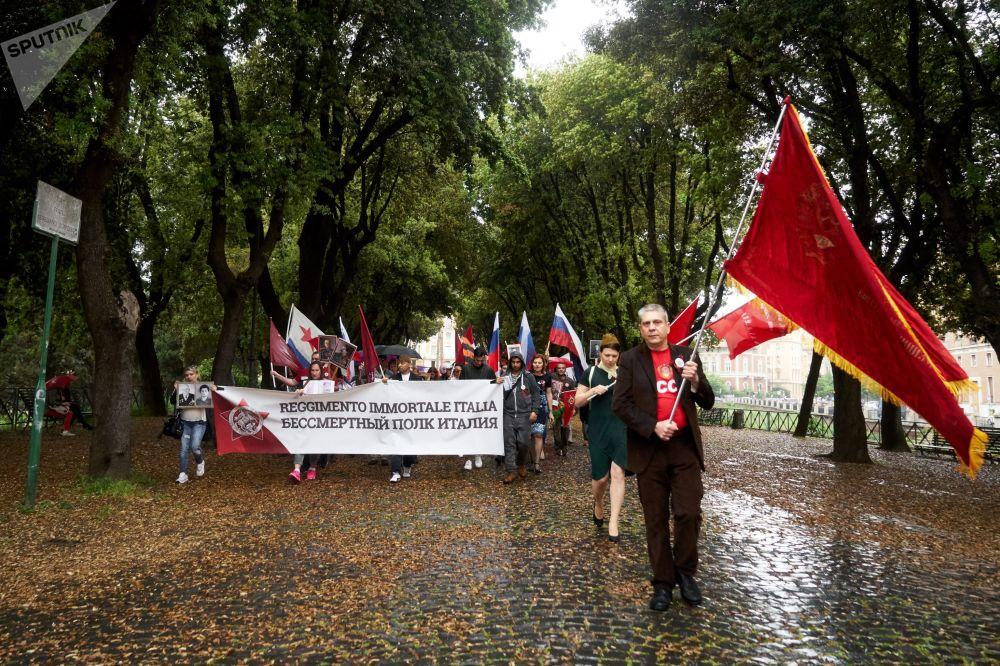 """Uczestnicy akcji """"Nieśmiertelny Pułk"""" w Rzymie"""