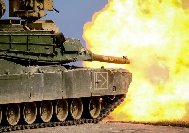 Amerykański czołg M1 Abrams podczas ćwiczeń wojskowych