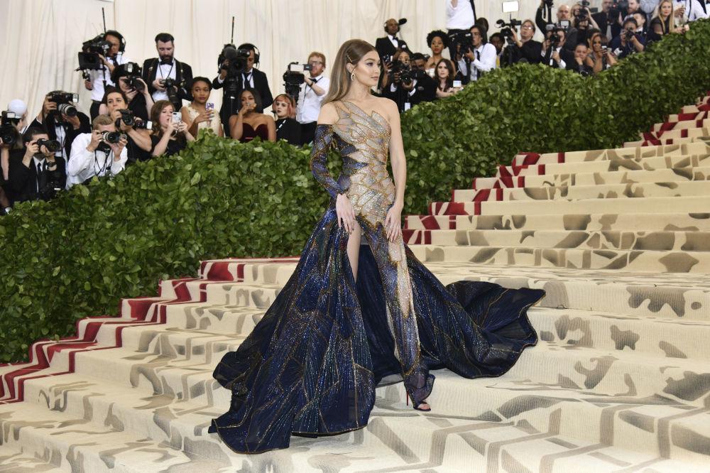 Modelka Gigi Hadid na otwarciu Met Gala 2018