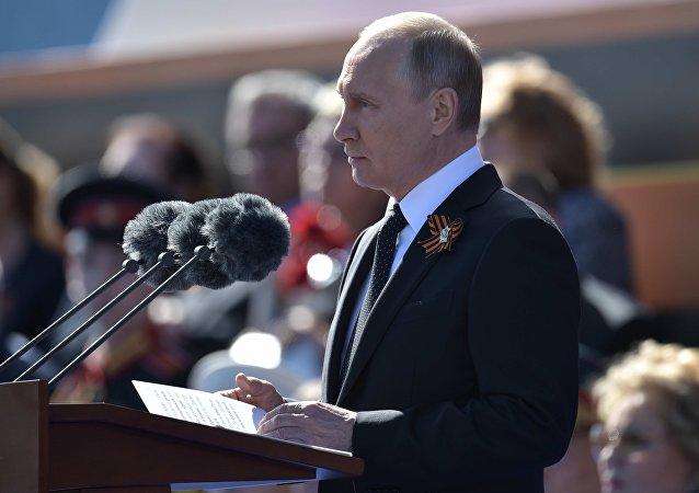 Władimir Putin przemawia podczas Defilady Zwycięstwa 2018