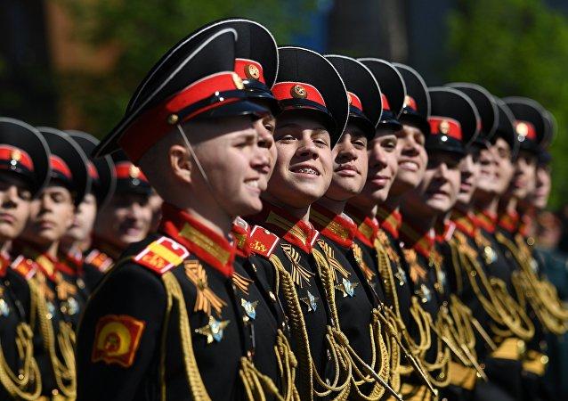 Wychowankowie Suworowskiej Szkoły Wojskowej na Placu Czerwonym