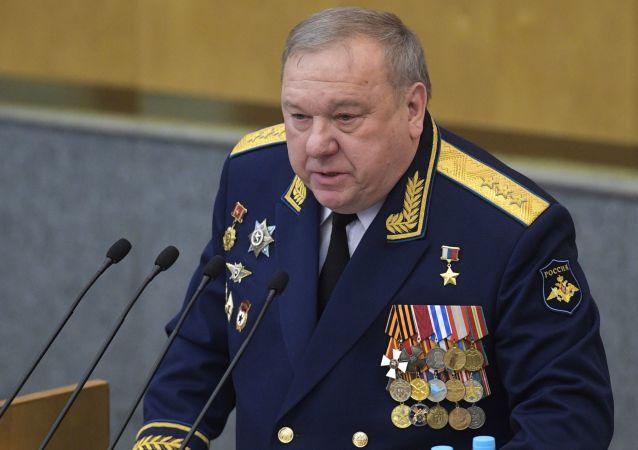 Przewodniczący Komisji Dumy Państwowej ds. Obrony Władimir Szamanow