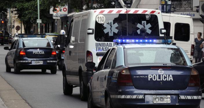 Radiowozy policyjne i karetki pogotowia w Argentynie