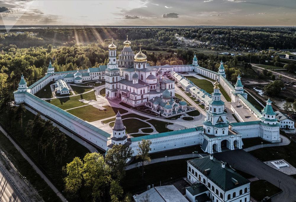 Nowa Jerozolima, męski monaster Zmartwychwstania Pańskiego Rosyjskiego Kościoła Prawosławnego po pełnej restauracji w Istrze w obwodzie moskiewskim