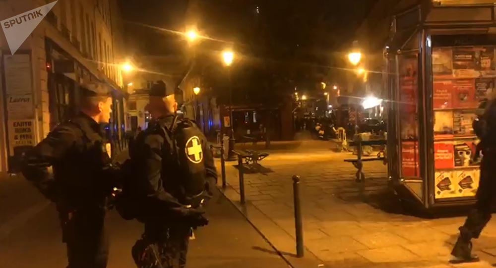 Paryska policja w miejscu, gdzie 12 maja doszło do ataku nożownika