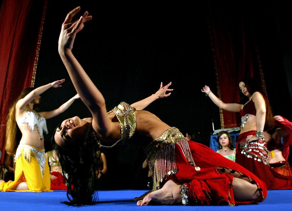 Tancerki podczas międzynarodowego konkursu tańca brzucha w Belgradzie