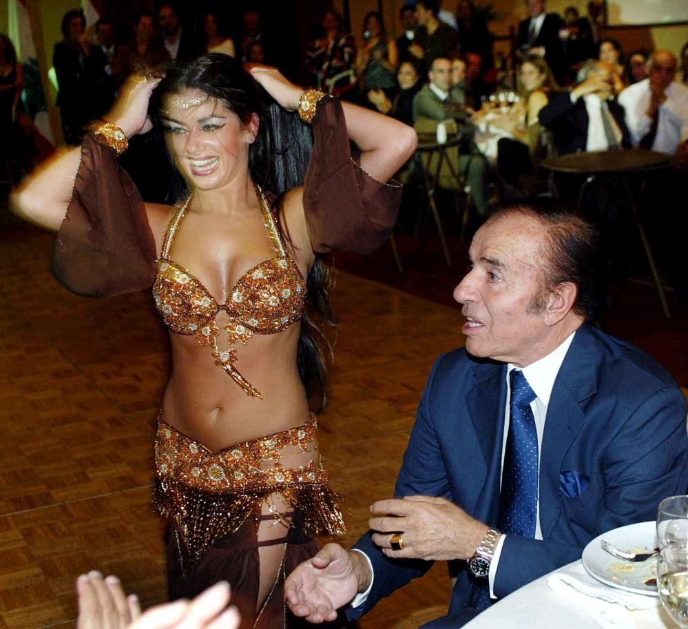 Były prezydent Argentyny Carlos Menem został zaproszony do tańca, Santiago 2004 rok