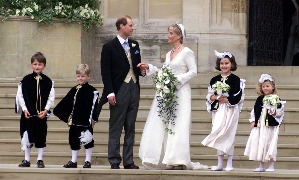 Młodszy syn królowej Elżbiety II książę Edward z żoną