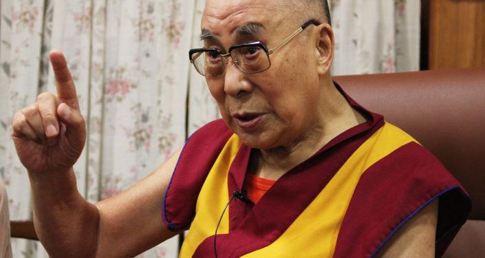 Dalajlama podczas wywiadu w swojej rezydencji w Dharamsali
