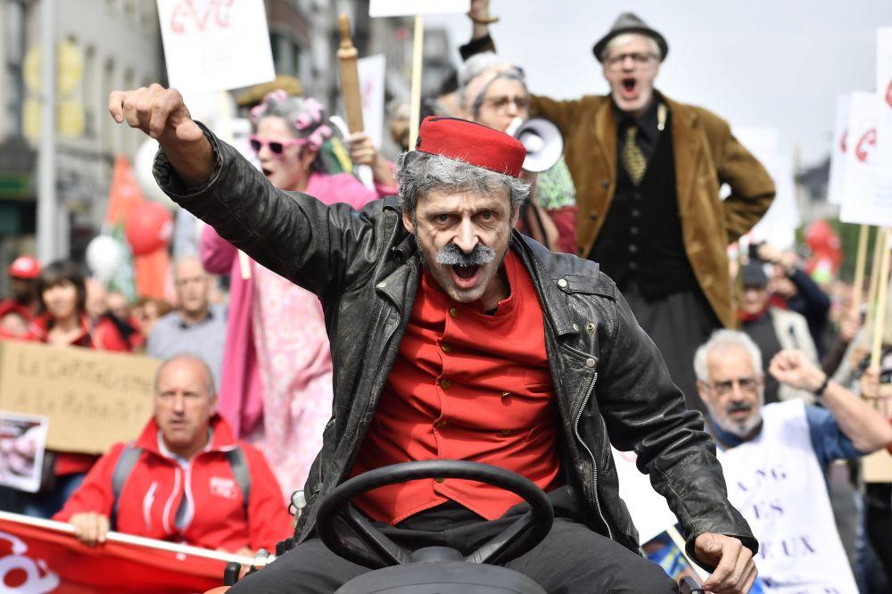 Demonstracja belgijskich związków zawodowych w celu podwyższenia emerytur w Brukseli