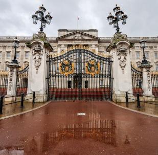 Buckingham Palace po deszczu