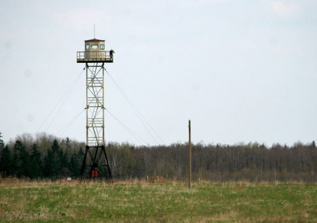 Rosyjska wieża strażnicza na granicy między Rosją a Łotwą