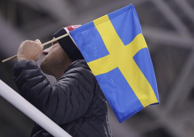 Mężczyzna z szwedzką flagą