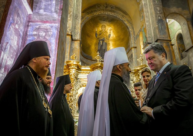 Petro Poroszenko w soborze w Kijpwie