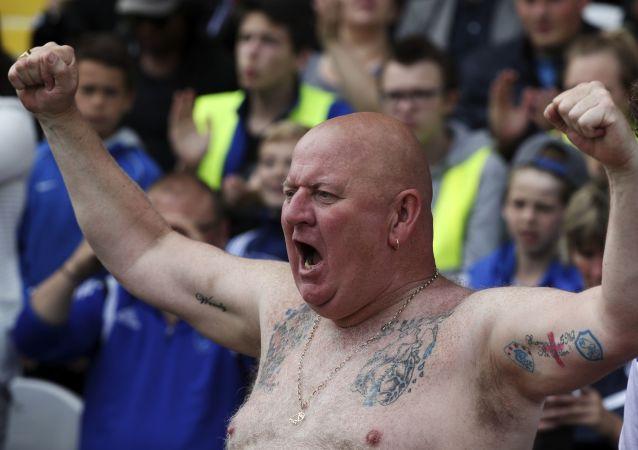 Brytyjski kibic na meczu piłki nożnej