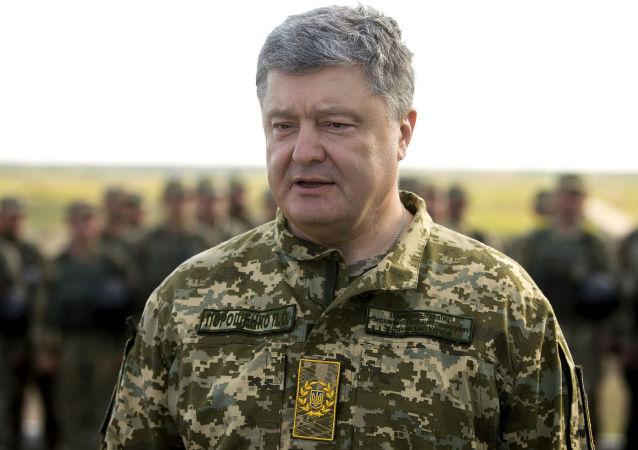 Prezydent Ukrainy Petro Poroszenko na poligonie wojskowym