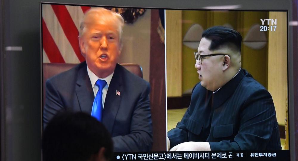 Wizerunki prezydenta USA Donalda Trumpa i przywódcy KRLD Kim Dzong Una w wiadomościach, Seul, Korea Południowa