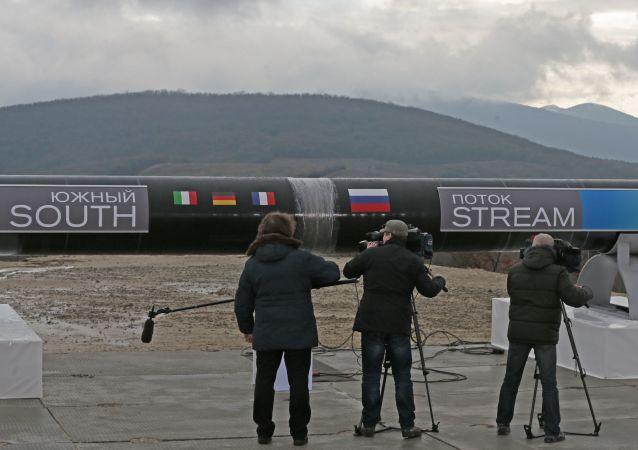 Gazociąg Południowy przez uroczystym spawaniem w Apanie