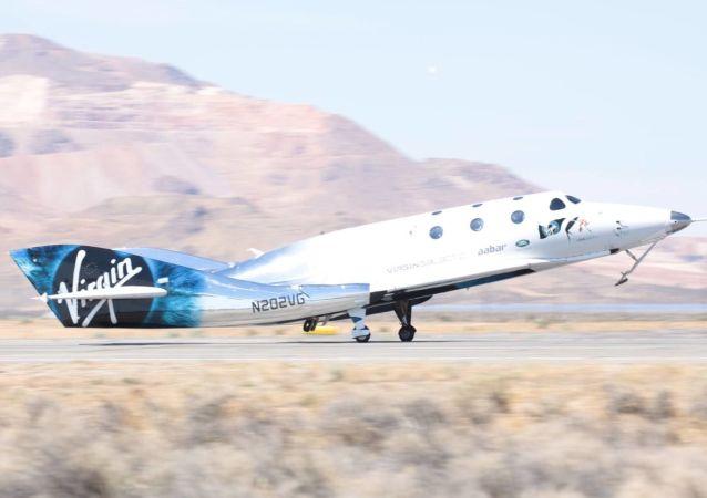 Naddźwiękowy statek VSS Unity klasy SpaceShipTwo firmy Virgin Galactin w czasie testu
