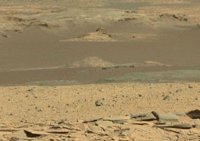 Posąg Sfinksa a powierzchni Marsa
