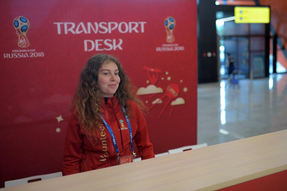 Wolontariuszka Mundialu na lotnisku Szeremietiewo