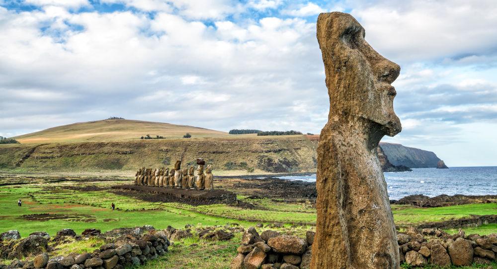 Znalezione obrazy dla zapytania posągi z wysp wielkanocnych