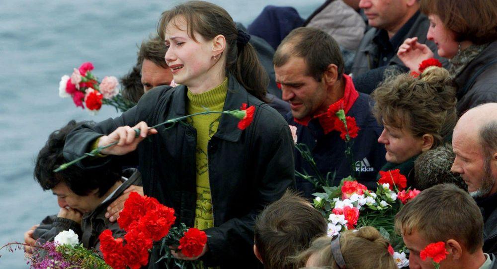 Krewni marynarzy zatopionego okrętu podwodnego Kursk