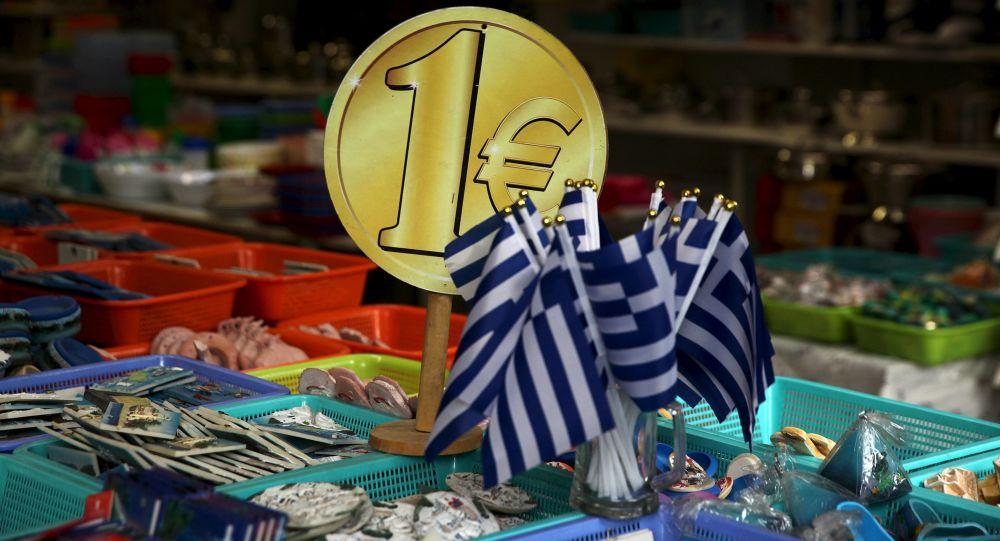 Greckie flagi w sklepie z pamiątkami w Atenach