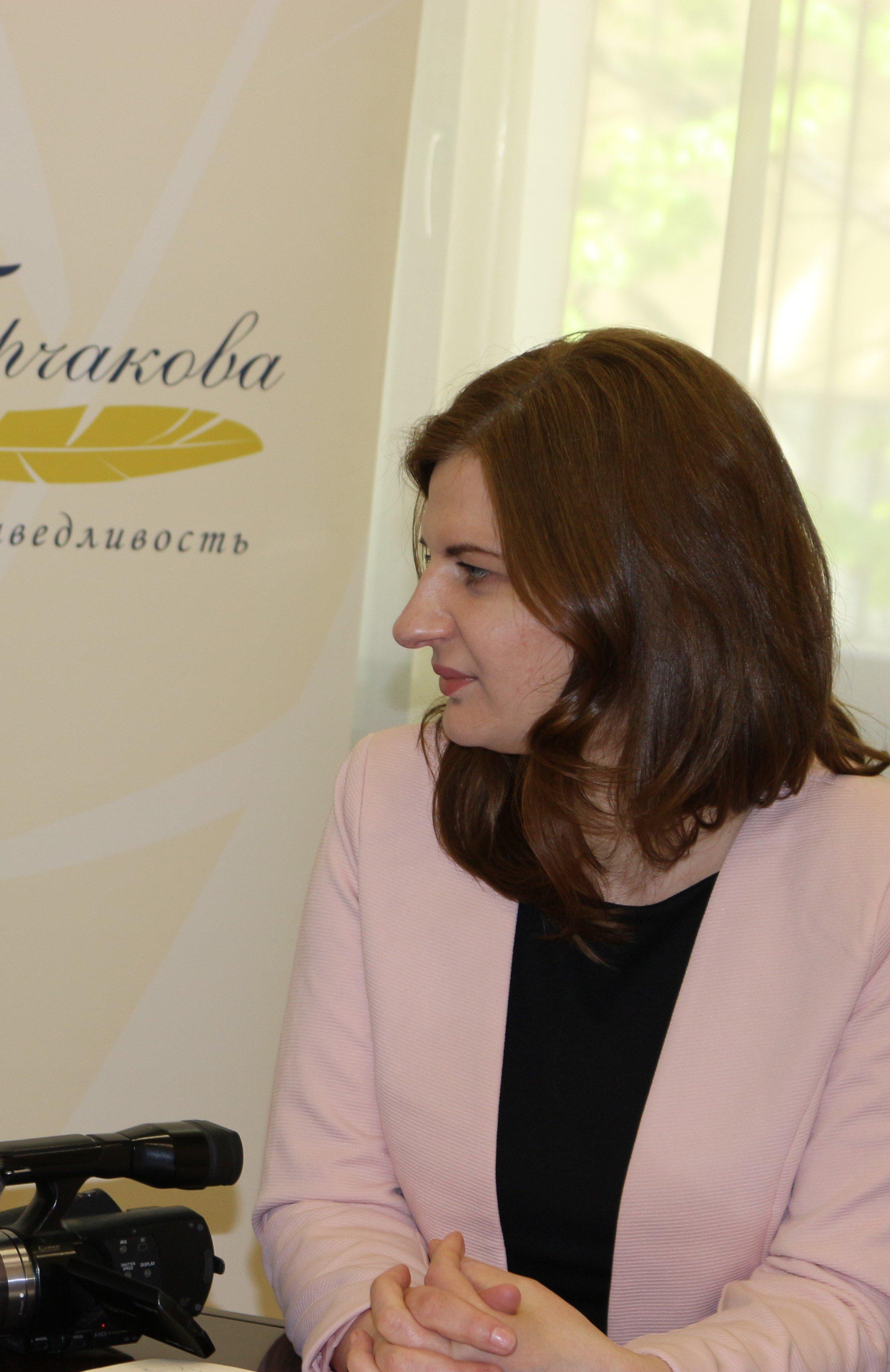 Agnieszka Piwar, polska publicystka