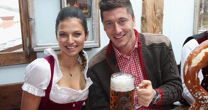 Robert Lewandowski i jego żona Anna Lewandowska