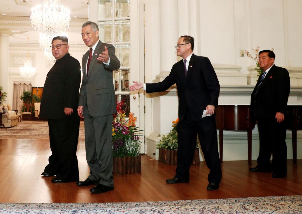 Kim Dzong Un i premier Singapuru podczas spotkania