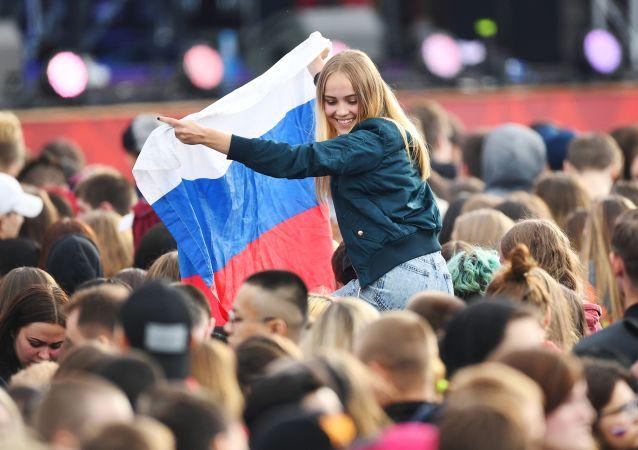 Uczestnicy Festiwalu Kibiców FIFA Fan Fest 2018 na Worobjowych Górach w Moskwie