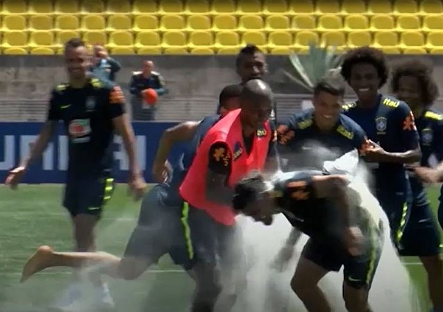 W niezwykły dla Rosjan sposób brazylijscy piłkarze przywitali się ze swoimi kolegami z drużyny