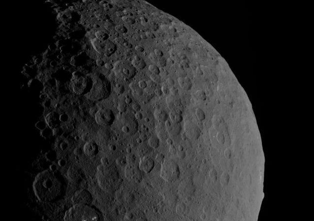 Karłowata planeta Ceres w obiektywie aparatu Dawn