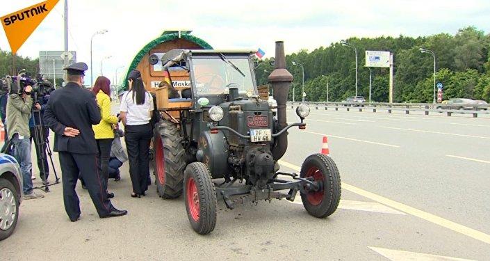 2,5 tysiąca kilometrów traktorem na Mundial