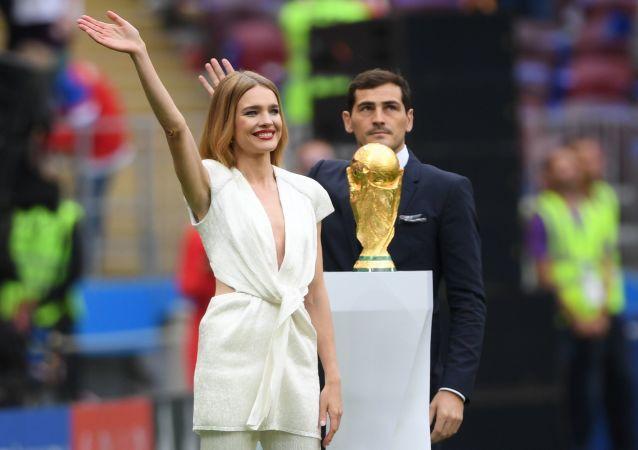 Modelka Natalia Wodianowa i piłkarz Iker Casillas