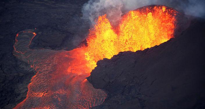 Lawa z wulkanu Kilauea na Hawajach