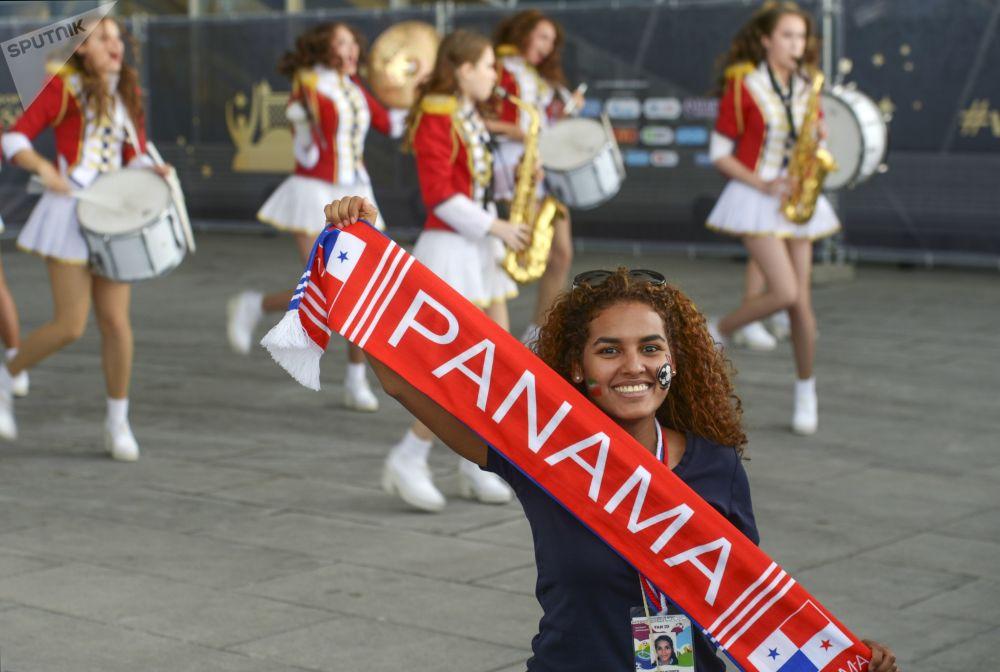 Kibicka reprezentacji Iranu przed meczem Maroko - Iran