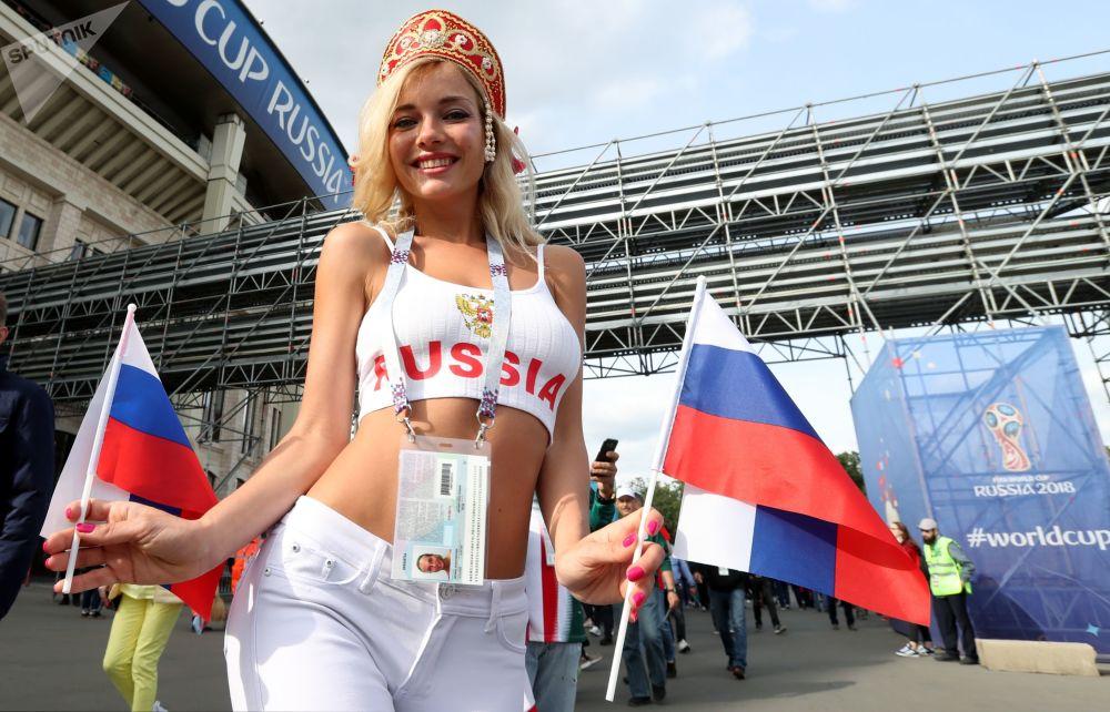 Kibicka przed meczem Rosja-Arabia Saudyjska