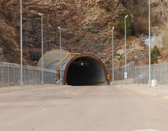 Wejście do stanowiska dowodzenia Armii USA NORAD (Cheyenne Mountain Air Station)