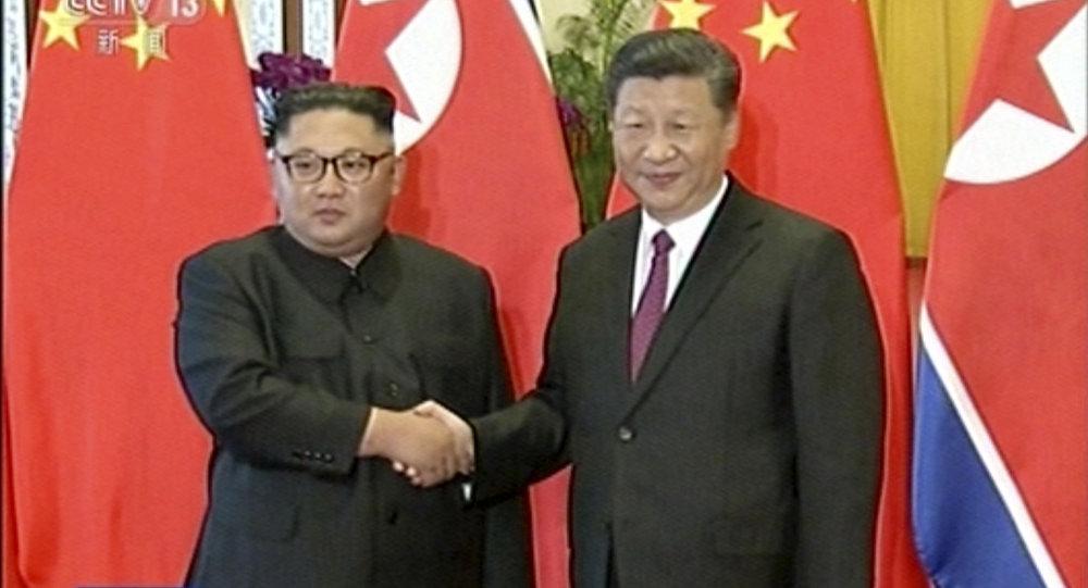 Przywódca Korei Północnej Kim Dzong Un i przewodniczący Chin Xi Jinping