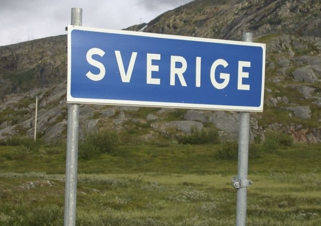 Znak drogowy na wjeździe do Szwecji