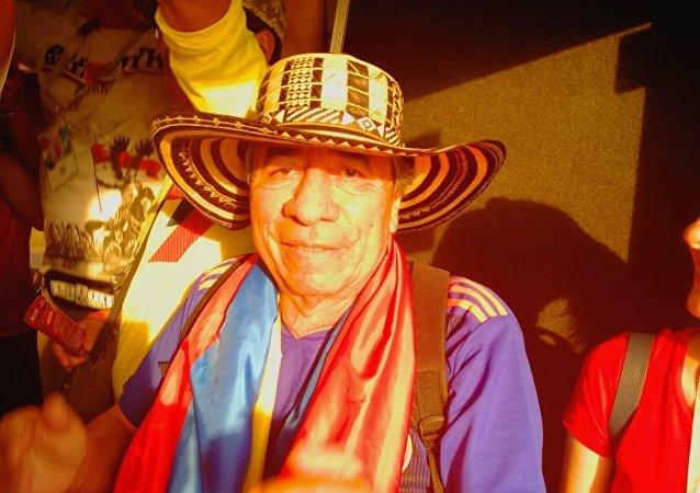Kolumbijczyk wśród Polaków w autobusie na stadion Kazań Arena