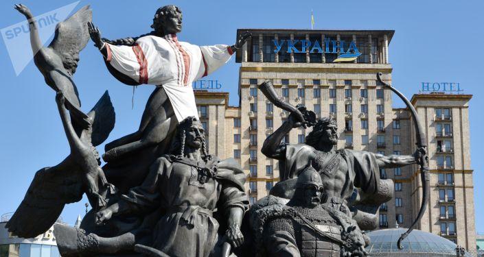 Pomnik legendarnych założycieli Kijowa: Kija, Szczeka, Chorywa i Łybedź na Majdanie