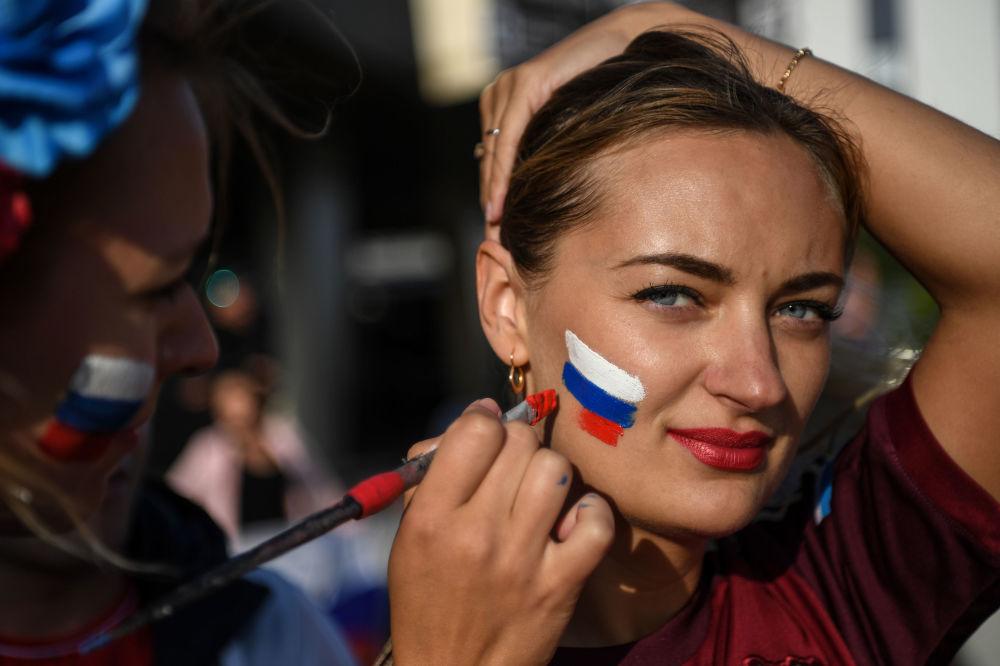 Kibicka rosyjskiej reprezentacji przed meczem Rosja-Egipt