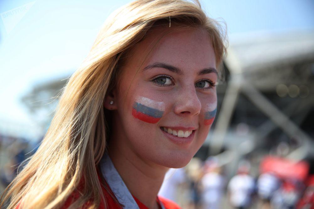 Kibicka rosyjskiej reprezentacji przed meczem Urugwaj-Rosja
