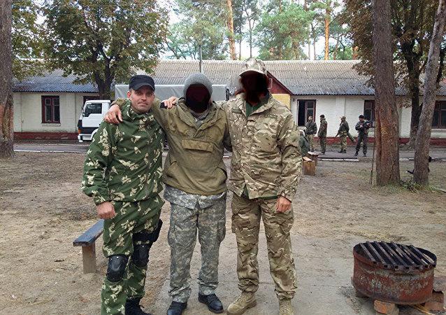 Szkolenie jednostki wojskowej 3066. Z lewej Siergiej Sanowski